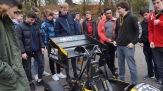 """08.11.2017: Die Hochschulgruppe """"KA-Race-Ing"""" stellt das neueste E-Rennauto vor"""