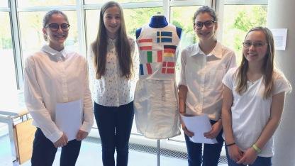 "Recycling-Kleid zum Thema ""Europe — Beam me to 2027"""