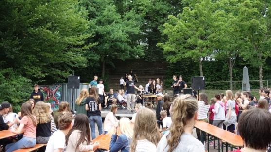 12.07.2017: Die Abiturienten verabschieden sich von der Schulgemeinschaft.