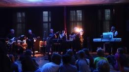 Schulfest, 25.07.2017: Die Lehrerband Faltenrock rockt die Schulgemeinschaft mit ihrer neuen Lead-Sängerin.
