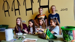 "Schulfest, 25.07.2017: 7c mit dem Projekt ""Change the world"""