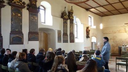 25.01.2018: Mitten drin in 1500 Jahren Kirchengeschichte — Kirchenmusikdirektor Haller begrüßt die Abiturienten des SG in der Kirche St. Johann