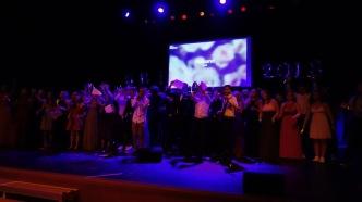 13.07.2018: Die Abiturienten präsentieren ihren Abi-Song